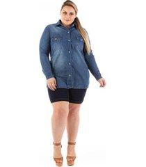 camisa jeans plus size alongada com elastano feminina