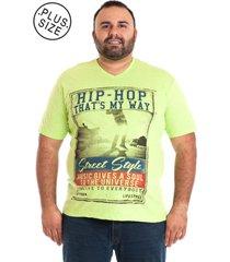 camiseta decote v plus size verde