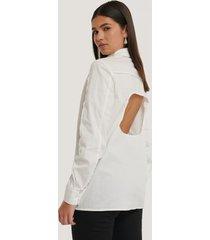 na-kd trend skjorta med öppen rygg - white