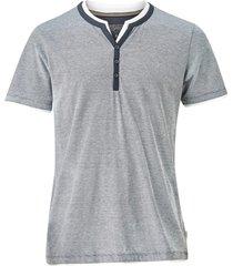 t-shirt med lager-på-lager-look