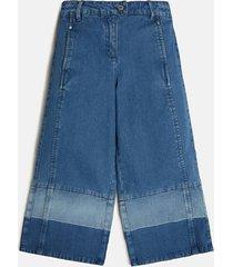 jeansy z konstrastującymi pasami
