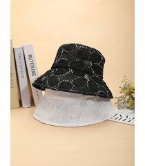 sombrero de pescador con lentejuelas y flores de encaje