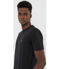 camiseta aleatory logo preta