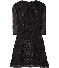 jurk met stippen in verschillende kleuren
