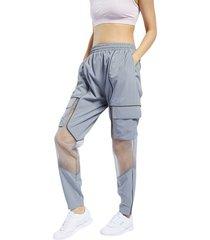 pantalón gris reebok wonder woman