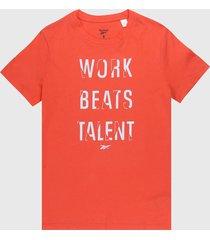 camiseta coral-blanco reebok work beats talent