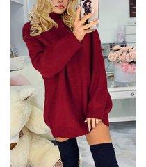suéter burdeos con hombros caídos cuello vestido