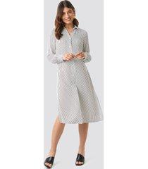 na-kd classic midi striped shirt dress - white