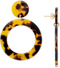 simone i. smith tortoise shell-look lucite drop hoop earrings in 18k gold-plated sterling silver