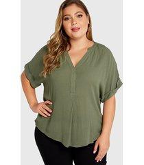 blusa de mangas medias con cuello en v verde militar de talla grande
