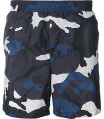 valentino camouflage swim shorts - blue