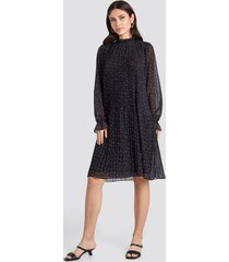 na-kd pleated dotted dress - black