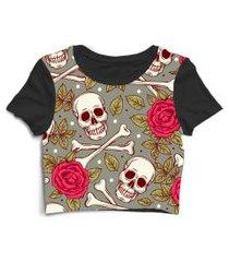 blusa blusinha cropped tshirt camiseta feminina caveira com rosas cinza