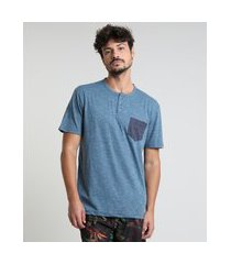 camiseta masculina com bolso manga curta gola portuguesa azul