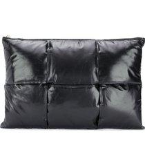 bottega veneta intrecciato weave padded clutch - black