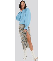 na-kd party gathered side split midi skirt - multicolor