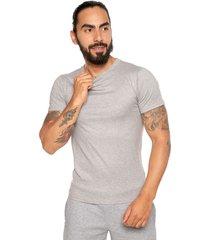 camiseta gris-blanco asics