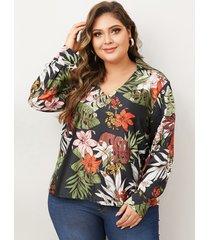 blusa de estampado floral al azar de talla grande