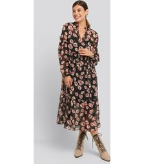 na-kd boho flower print balloon sleeve dress - black,multicolor