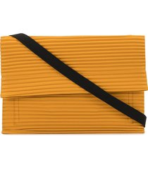 homme plissé issey miyake pleated flat messenger bag - yellow
