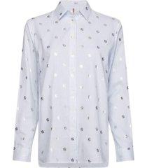 camisa entallada monogramas metálicos th celeste tommy hilfiger