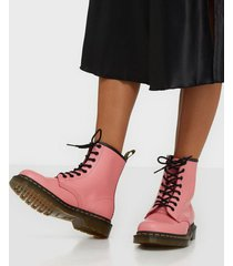 dr martens 1460 smooth flat boots