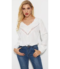 blusa de manga larga con cuello en v y diseño de encaje blanco de yoins