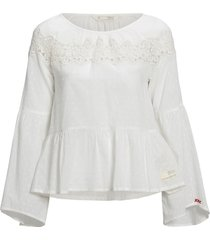 blus lacey moves blouse