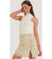 na-kd kort kjol med slits - yellow