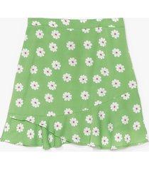womens plus size daisy print flippy hem mini skirt - green
