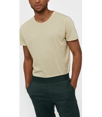 filippa k m. roll neck tee t-shirts & linnen almond