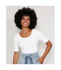 blusa feminina básica manga curta com pérolas canelada decote redondo off white