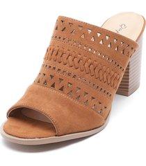 sandalia marrón qupid