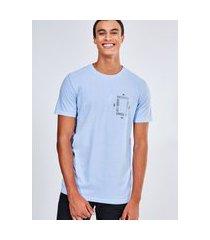 camiseta estampa geométrica bandana