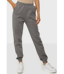nly trend ultimate cozy joggers byxor