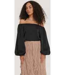 na-kd party off-shoulder-blus med ballongärm - black