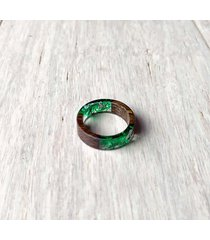 pierścionek z drewna i żywicy mech