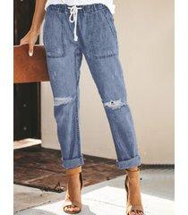 cintura con cordón de detalles rasgados al azar jeans
