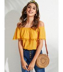 yoins blusa con hombros descubiertos y detalles de borlas amarillas