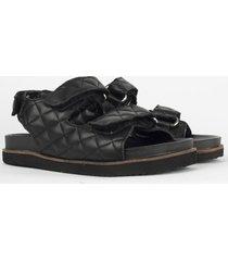 sandalia negra heyas haokis