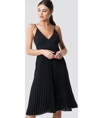 na-kd party thin strap deep v-neck dress - black