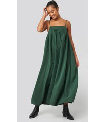 na-kd trend thin strap volume midi dress - green