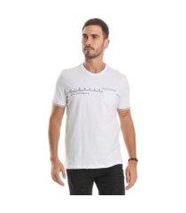 camiseta masculina estampada com bolso bgo