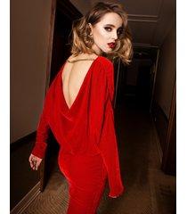 sukienka aksamitna wieczorowa z odsłoniętymi plecami mini