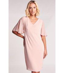 pudrowa sukienka z szyfonowymi rękawami