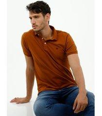 camiseta tipo polo de hombre, silueta confort manga corta, de algodón lycra, color café