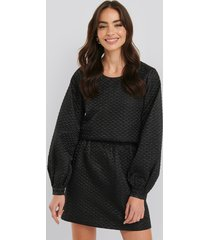 na-kd trend quilted mini satin skirt - black