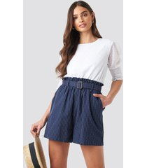 na-kd boho belted waist striped shorts - blue