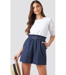 na-kd boho belted waist striped shorts - blue