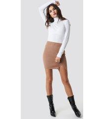 julia wieniawa x na-kd front slit mini skirt - brown